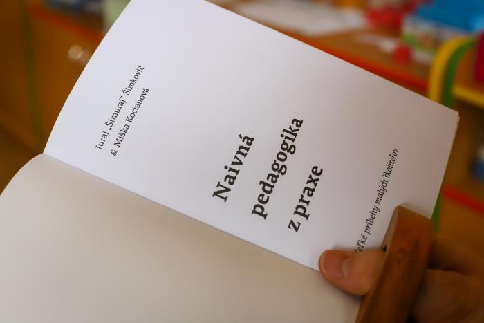 ba49a21a2 Kniha je pokračovaním prvého dielu Naivnej pedagogiky z praxe: 15 rokov  medzi