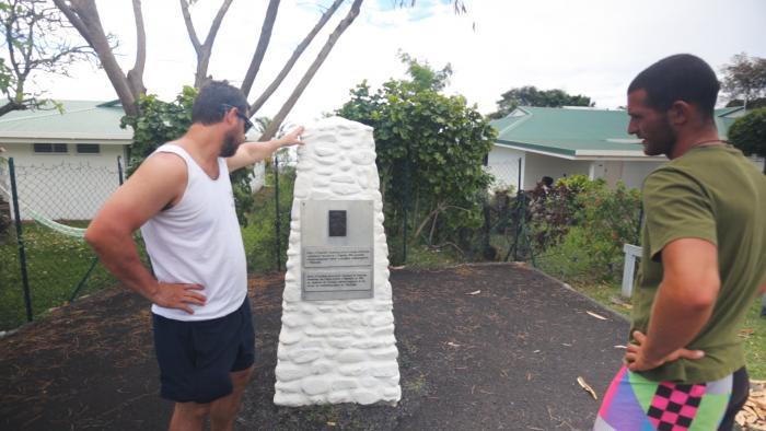 Milan a Rastislav objavujú pamätník M.R.Štefánik na Tahiti vybudovaný na mieste kde bola jeho hvezdáreň.