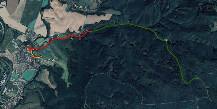 Kompletné trasovanie NCH - zelená farba značí súčasnú dĺžku, červená navrhované rozšírenie z centra obce a oranžová krátku odbočku k zastávke Veľký jarok.